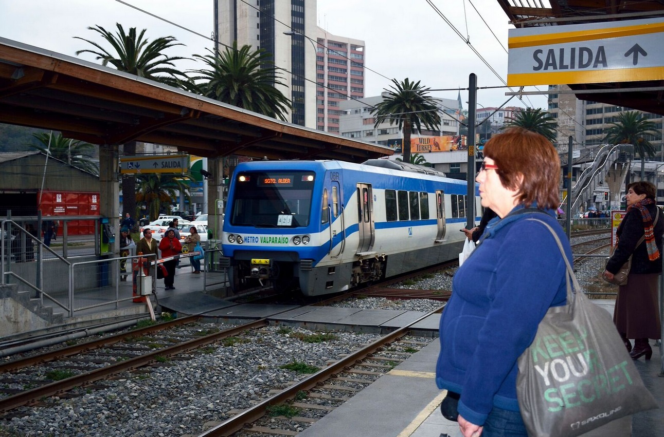 Metro Valparaíso desde las 15:00 horas opera entre estaciones Limache y Portales