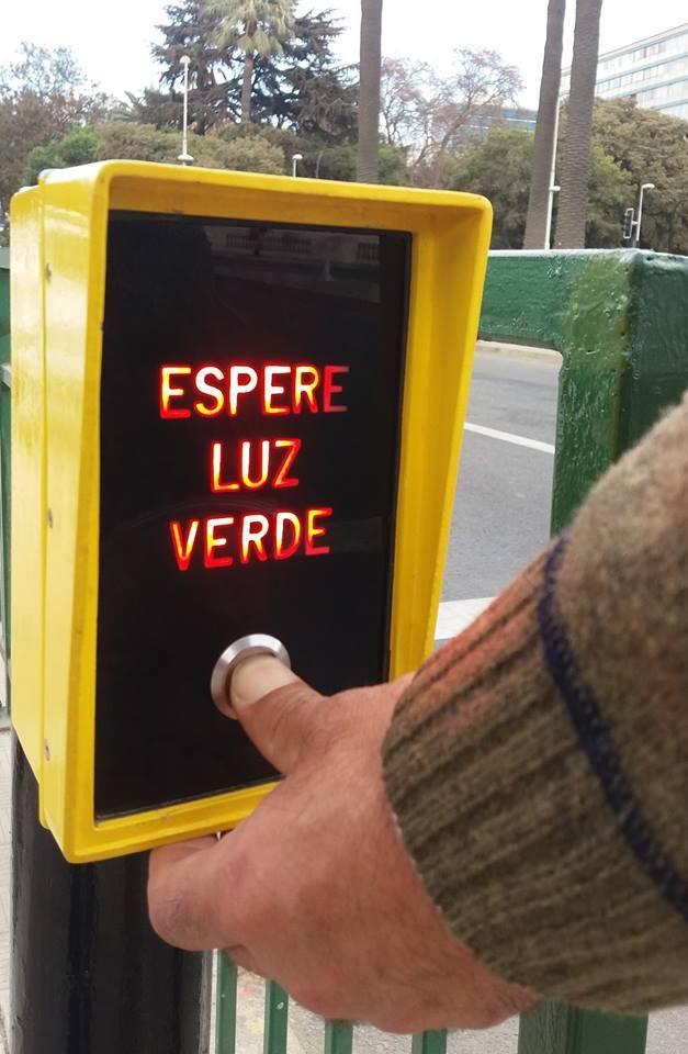 Para que el semáforo no sea el más largo del mundo ¿Sabía usted que debe presionar el botón?